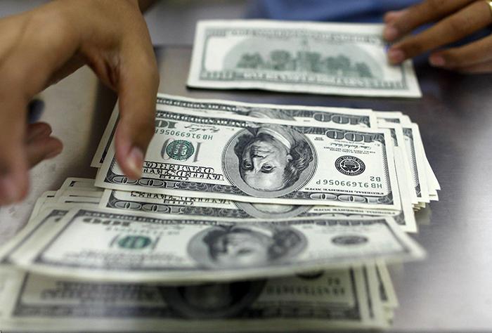 دلار در بازار جهانی خود را بالا کشید