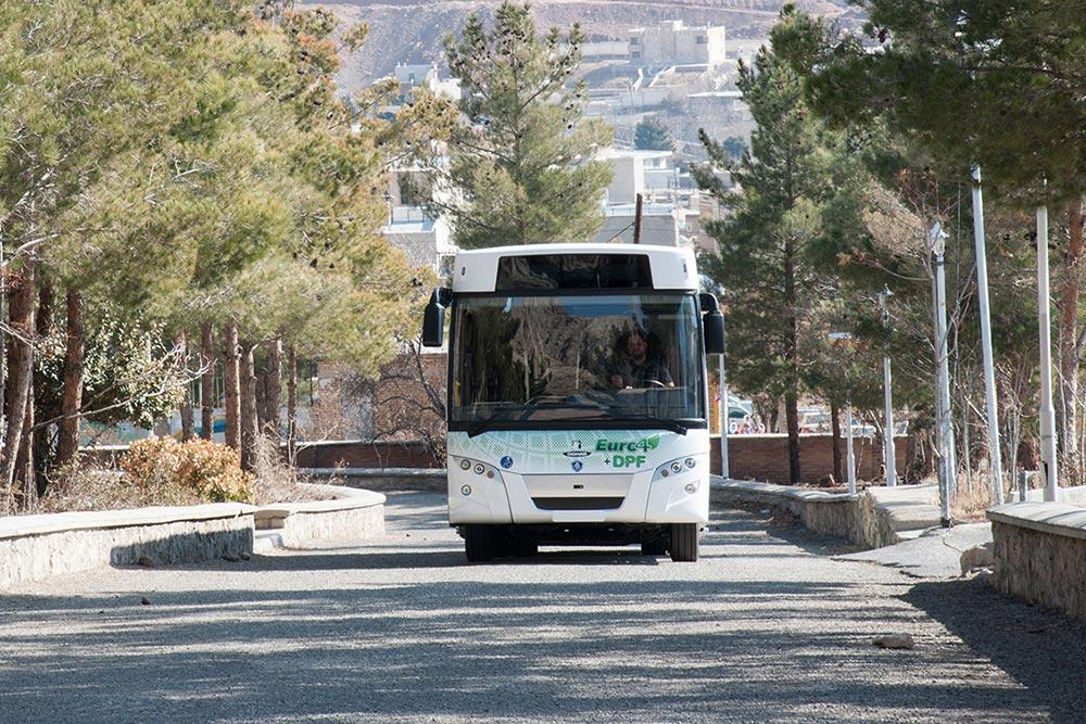توقیف اتوبوس حامل موتور خودروی قاچاق در سیرجان
