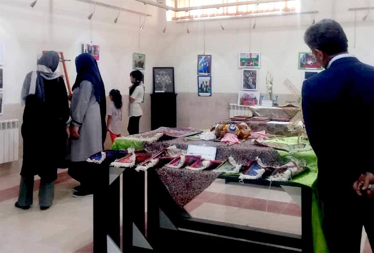 افتتاح نمایشگاه آثار خیرهکننده معلولان سیرجانی