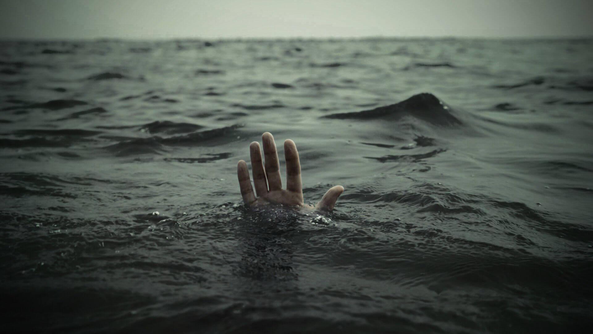 غرق شدن پسر ۱۲ ساله سیرجانی در استخر آب