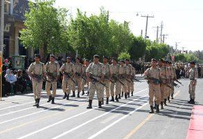 رژه نیروهای مسلح در سیرجان برگزار شد