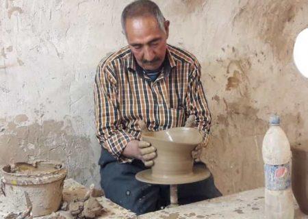 هنر سفالگری میراث خانواده سیرجانی