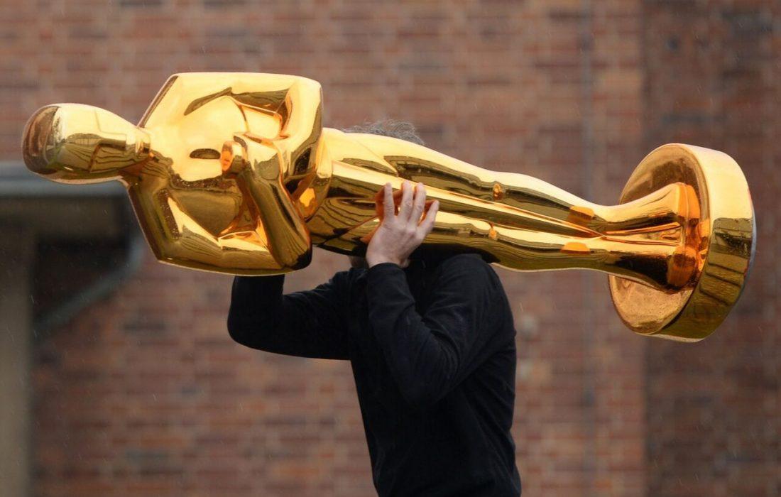 جوایز اسکار دو ماه به تعویق افتاد
